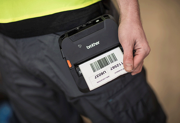 RJ-4 printer  printing label on belt clip on person in black trousers