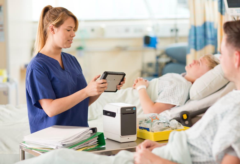 TD-2000_labelprinter_kloof_desktop_mobiel_printen_gezondheidszorg_medische_labels_trolley