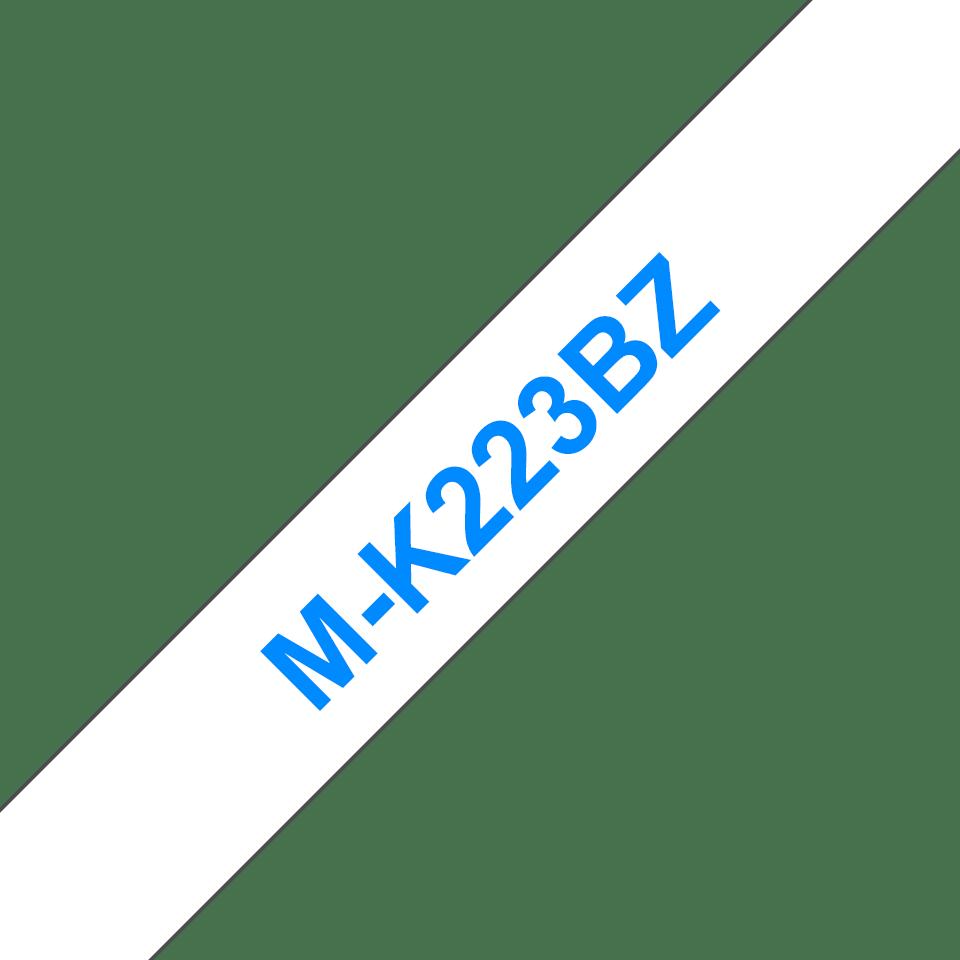 Originele Brother M-K223BZ label tapecassette – blauw op wit, breedte 9 mm