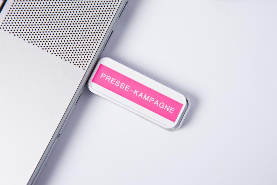 Originele Brother TZe-MQP35 tapecassette – wit op berry roze, breedte 12 mm 4