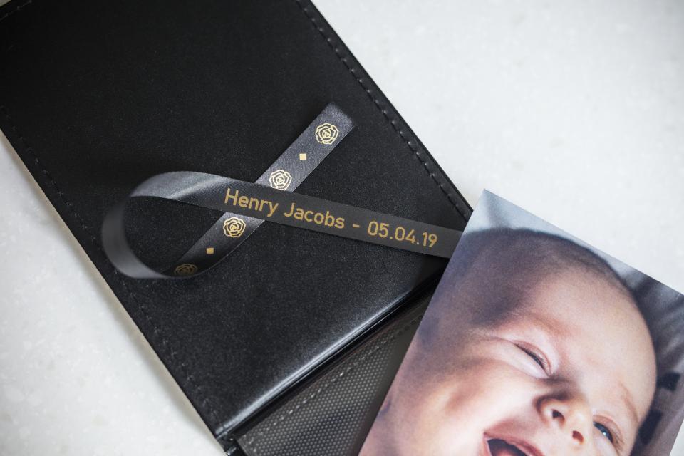 Originele Brother TZe-R334 lintcassette – goud op zwart, 12 mm breed 4