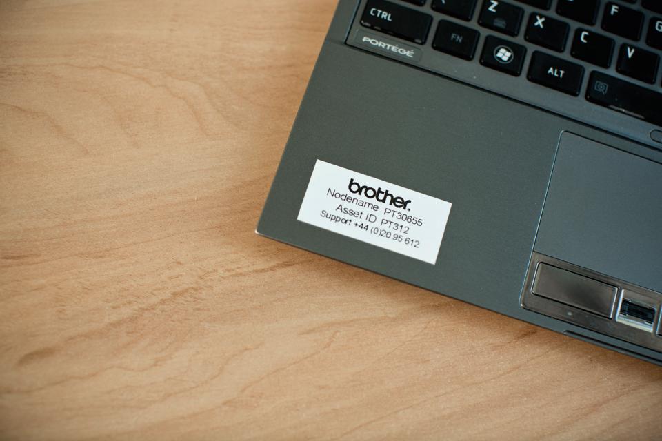 Originele Brother TZe-S261 sterk klevende label tapecassette - zwart op wit, breedte 36 mm 4